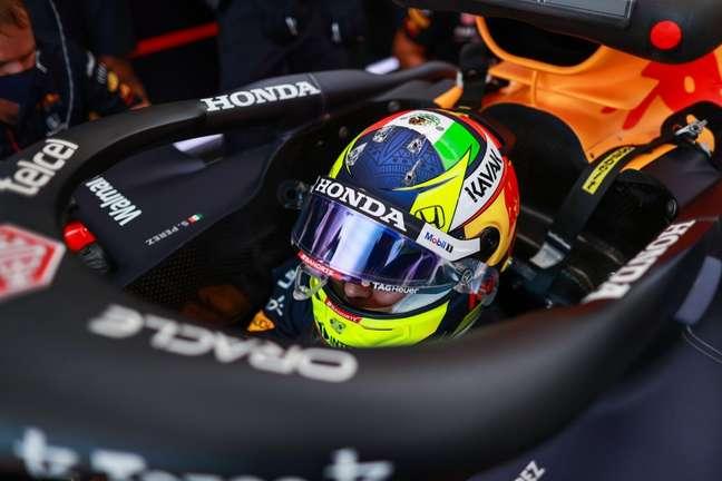 Sergio Pérez ficou novamente atrás do companheiro Max Verstappen