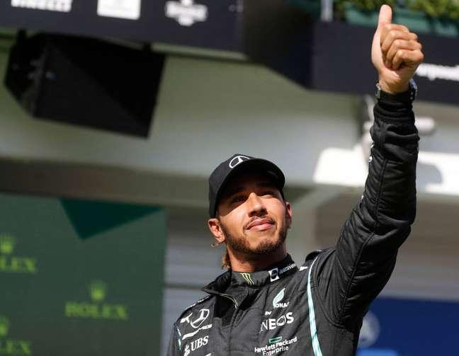 Lewis Hamilton celebra a pole número 101 da carreira na Hungria