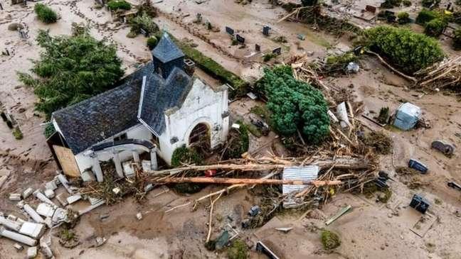 Enchentes na Alemanha e na Bélgica são pistas de que mudanças climáticas estão se fazendo sentir mais cedo do que o esperado