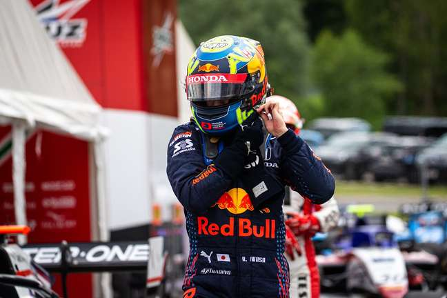 Ayumu Iwasa herdou a vitória na corrida 1 em Hungaroring