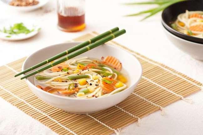Guia da Cozinha - Sopa oriental para aquecer seu dia