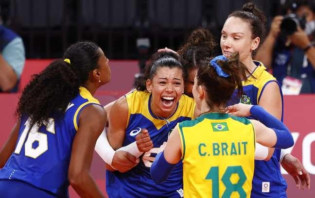 Vôlei: Brasil bate a Sérvia e encaminha liderança da chave