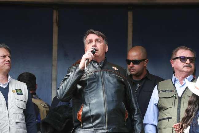 Jair Bolsonaro participa de motociata em Presidente Prudente
