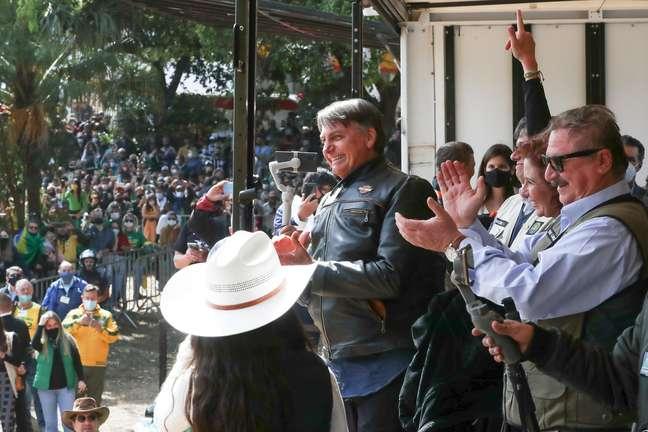 Sem máscara, Jair Bolsonaro participa de evento em Presidente Prudente