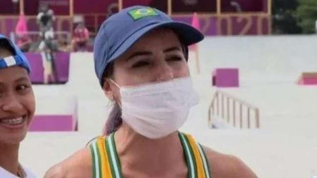 Durante a entrevista da brasileira Letícia Bufoni, a filipina Didal fez questão de marcar presença.