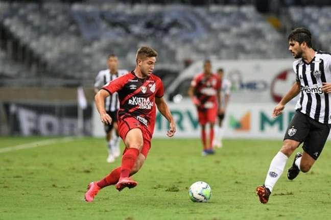 Em 2020 , o Galo foi derrotado pelo Furacão no turno e no returno e agora nao quer perder pontos para o time do Paraná- (Divulgação/Athletico-PR)