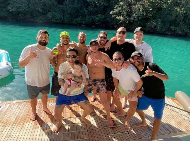 Neymar está curtindo férias com os amigos
