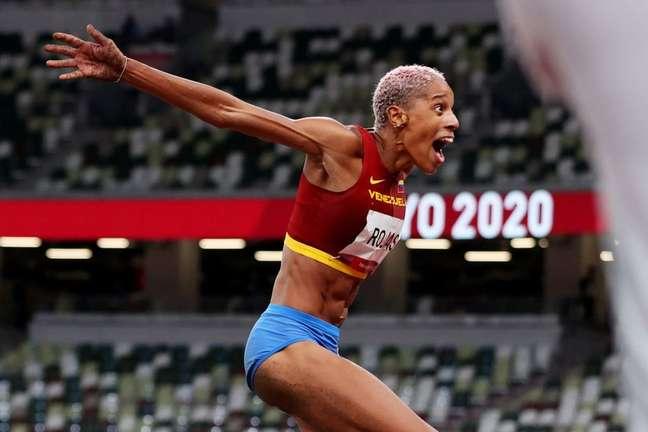 O salto da atleta neste domingo foi considerado impressionante