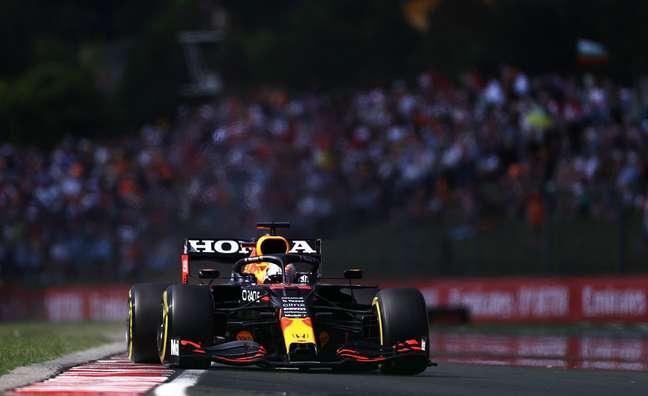 Max Verstappen bem que tentou, mas ficou só com o terceiro lugar em Hungaroring