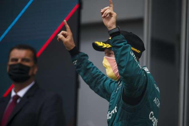 Sebastian Vettel levou seu arco-íris ao pódio na Hungria