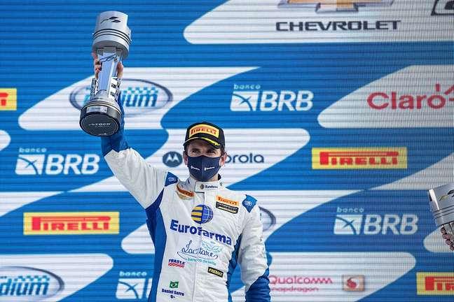 Daniel Serra terminou a corrida 1 da Stock Car em Curitiba na segunda posição
