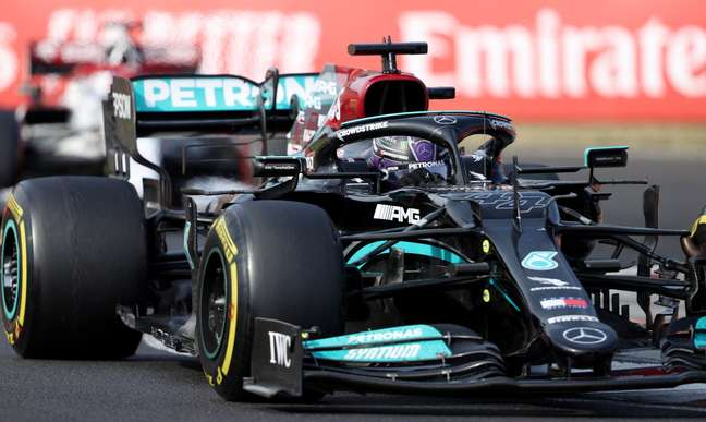 Hamilton chegou em terceiro e bastante desgastado