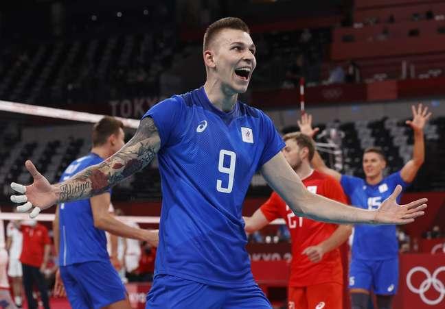 Algozes do Brasil, russos vencem e garantem o topo no vôlei