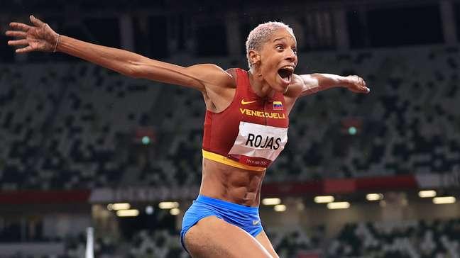 Yulimar Rojas bateu o recorde do salto triplo