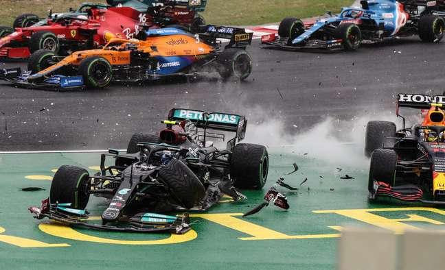 Bottas causou uma bela bagunça ainda na largada do GP da Hungria