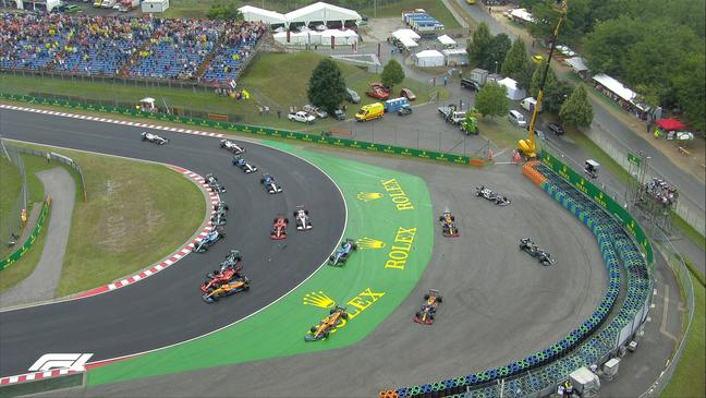 Valtteri Bottas atingiu Lando Norris em cheio após a largada do GP da Hungria