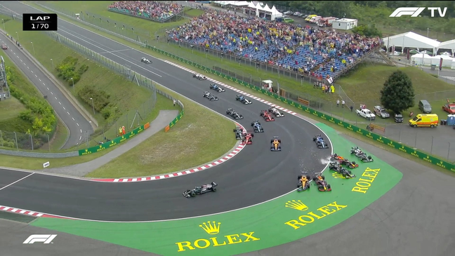 Valtteri Bottas atingiu Lando Norris em cheio, depois acertando Max Verstappen e Sergio Pérez