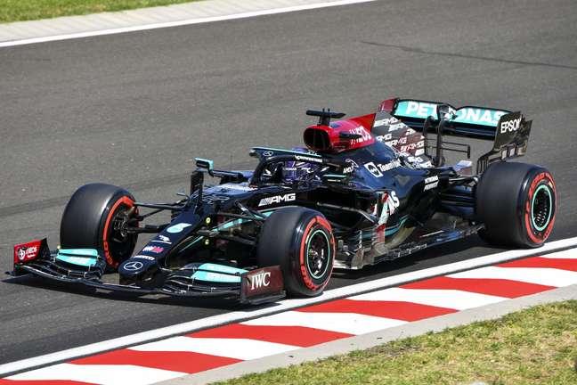 Lewis Hamilton recuperou-se na prova e terminou em terceiro
