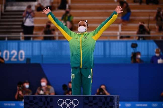 Rebeca faturou o ouro para o Brasil (Foto: LOIC VENANCE / AFP)