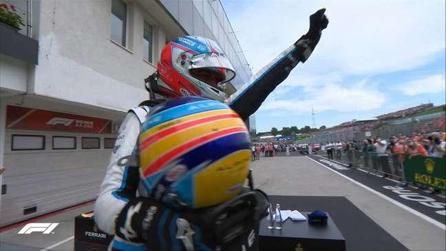Fernando Alonso abraçou Esteban Ocon e fez festa após o GP da Hungria