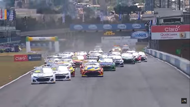 Largada da corrida 1 da Stock Car em Curitiba