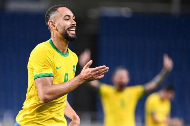Matheus Cunha saiu de campo logo após fazer o gol do triunfo brasileiro (CHARLY TRIBALLEAU / AFP