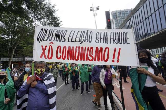 Manifestantes no ator a favor do voto impresso em SP neste domingo, 2