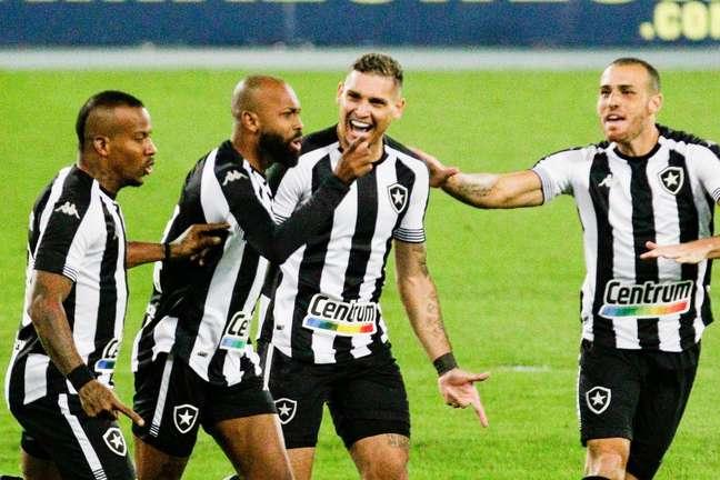 Botafogo vence o Vasco no clássico carioca pela Série B
