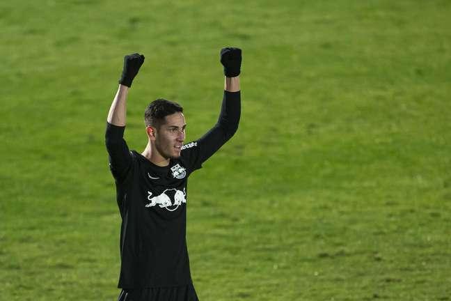 Praxedes comemora após marcar o gol da vitória do Bragantino