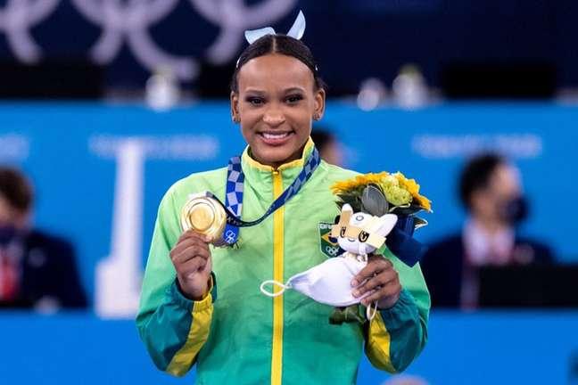 Rebeca comemora ouro olímpico conquistado neste domingo no Japão Miriam Jeske/COB