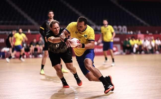 Seleção de handebol lutou muito, mas perdeu para Alemanha e foi eliminada neste domingo da Olimpíada Jonne Roriz/COB