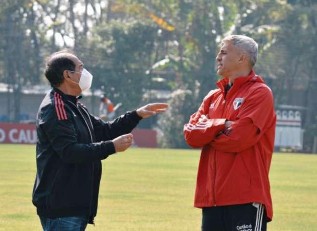 Muricy Ramalho e Crespo conversaram no treino do São Paulo (Foto: Erico Leonan / saopaulofc)