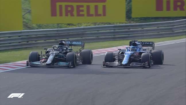 Lewis Hamilton e e Fernando Alonso em duelo de titãs na F1