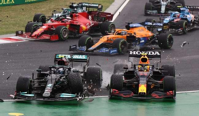 O toque causado por Valtteri Bottas na largada do GP da Hungria