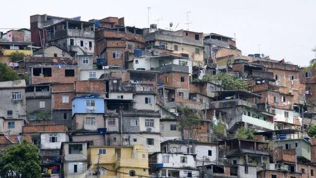 Nas comunidades e periferias do Brasil, 'ninguém te fala que você pode ser médico, advogado', dizem ativistas