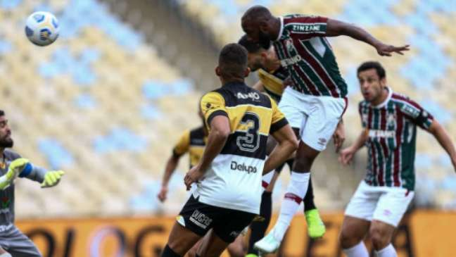 Cabeçada de Manoel no gol do Flu (Foto: Lucas Merçon/Fluminense FC)