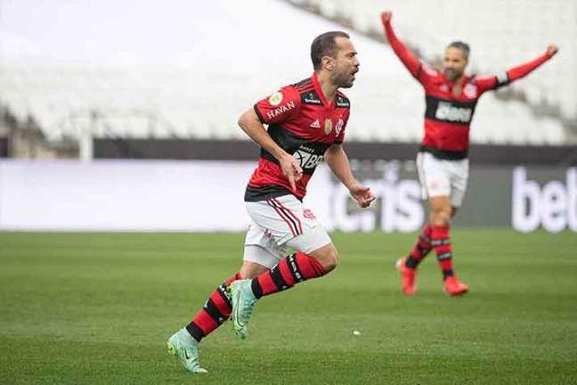 Everton Ribeiro marcou um dos gols do Flamengo no domingo, contra o Corinthians (Foto: Alexandre Vidal/CRF)