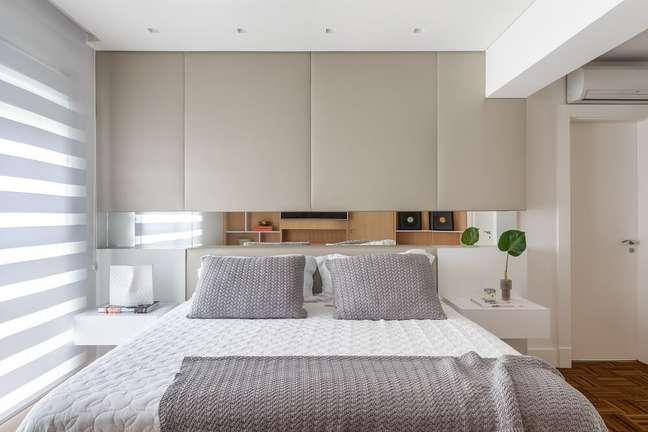 12. A persiana permite a entrada parcial de luz natural e ilumina de forma aconchegante o dormitório. Foto: Eduardo Macarios