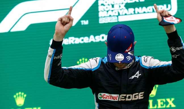 Esteban Ocon celebra vitória em Hungaroring