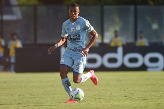 O lateral Madson virou a dono da posição no Santos (FOTO: Reprodução/ Twitter do Santos)