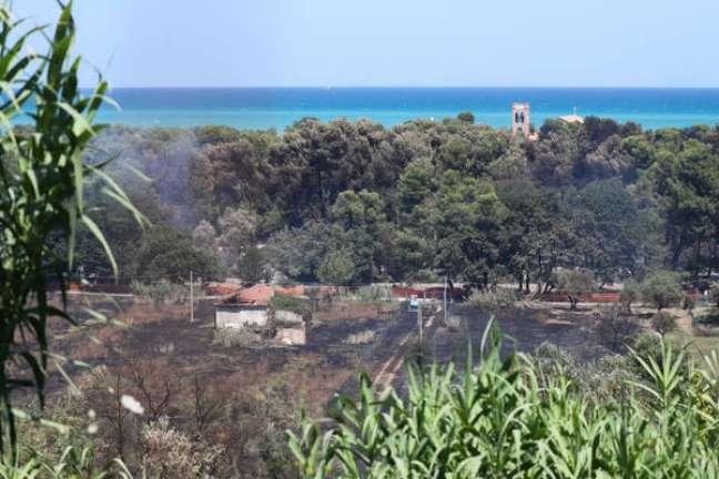 Destruição provocada por incêndio em Pescara