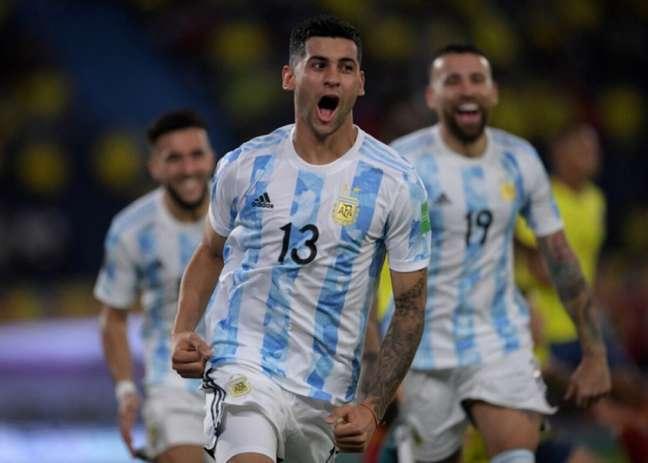 Cristian Romero quer jogar no Tottenham nesta temporada (AFP)