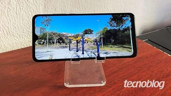 A tela é gigante, mas a resolução é apenas HD