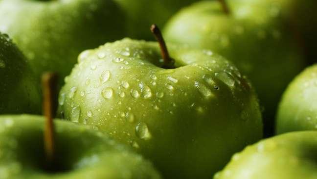 Deveríamos substituir os açúcares refinados por aqueles que ocorrem naturalmente, como a frutose encontrada nas frutas?