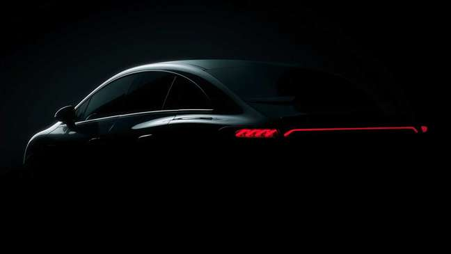 Mercedes EQE: sedã elétrico terá lanternas interligadas de led.