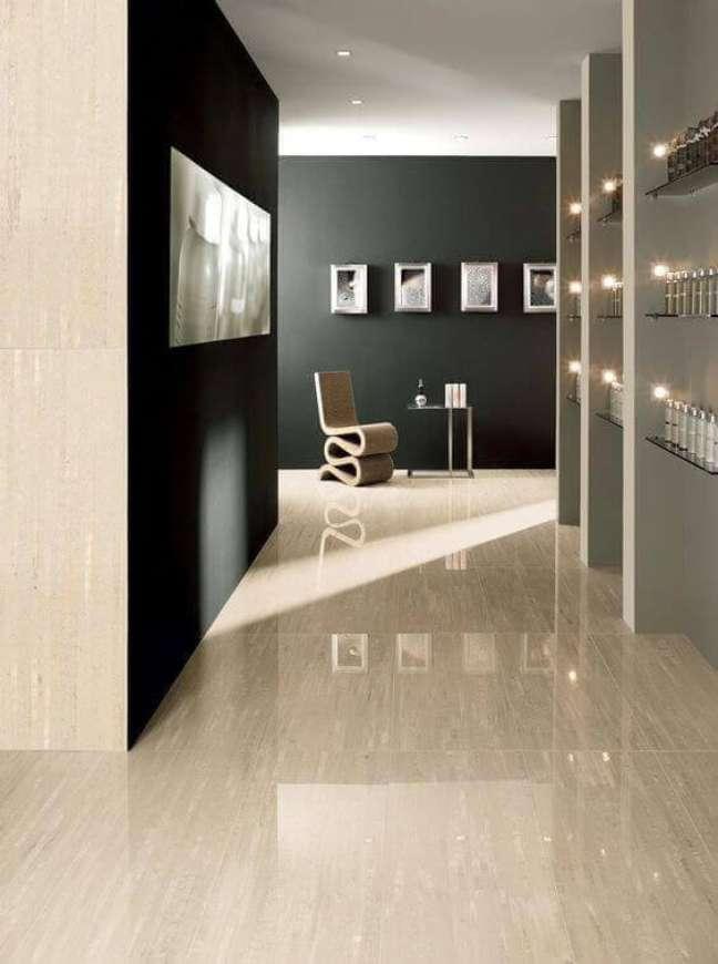 20. Cores de tinta para sala em preto e cinza com porcelanato claro- Foto Revita VD
