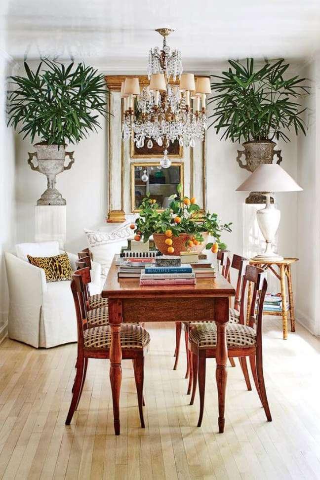 13. Decoração com mesa retro de madeira – Foto Southern Living