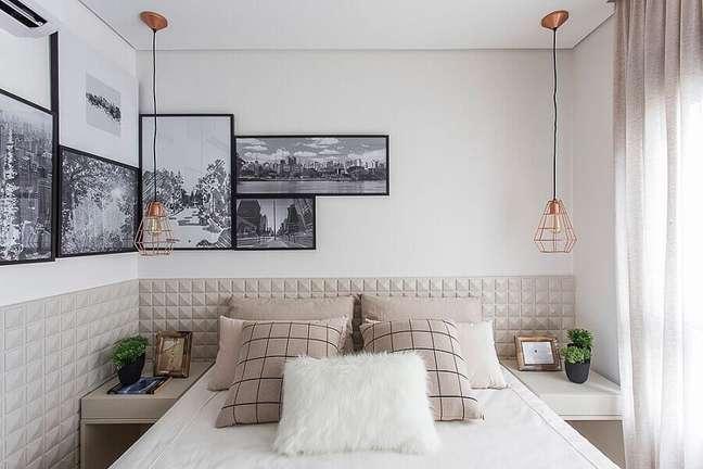 48. Como decorar um quarto pequeno com cabeceira 3D e quadros de parede – Foto: Pinterest