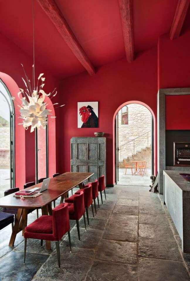 8. Parede de sala decorada em tons de vermelho – Foto Decore Com Gigi