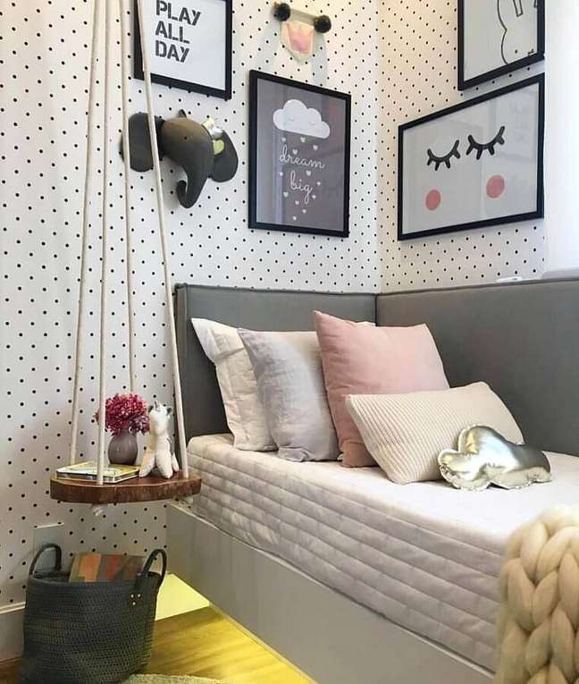 38. Como decorar um quarto infantil com quadros e papel de parede de poás – Foto: Pinterest